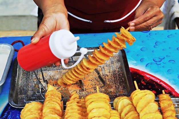 Croustilles dans l'étal de nourriture