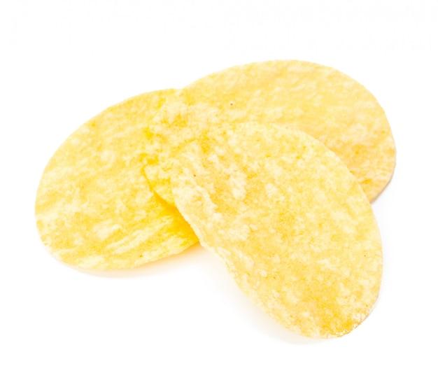 Croustilles jaunes isolés on white