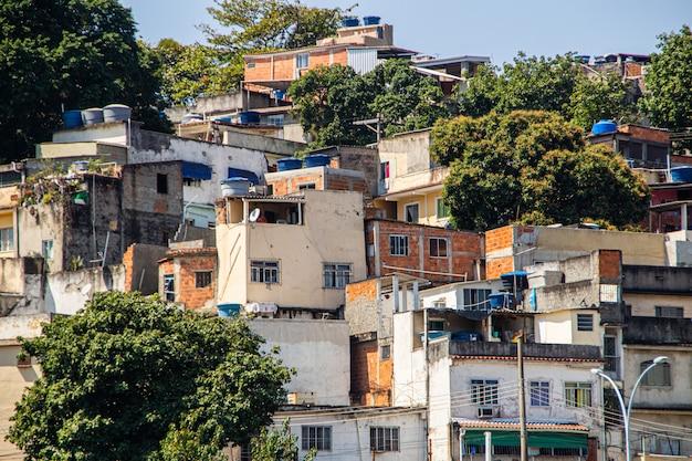 Crown hill situé dans le quartier catumbi de rio de janeiro.