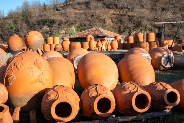 Cruches en céramique traditionnelles géorgiennes