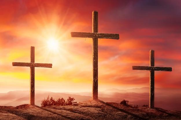 Crucifixion De Jésus-christ Au Coucher Du Soleil Photo Premium