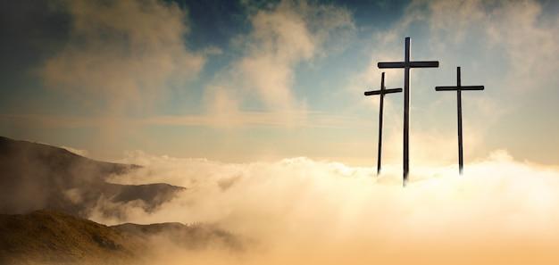 Crucifixion De Jésus-christ Au Lever Du Soleil Photo Premium