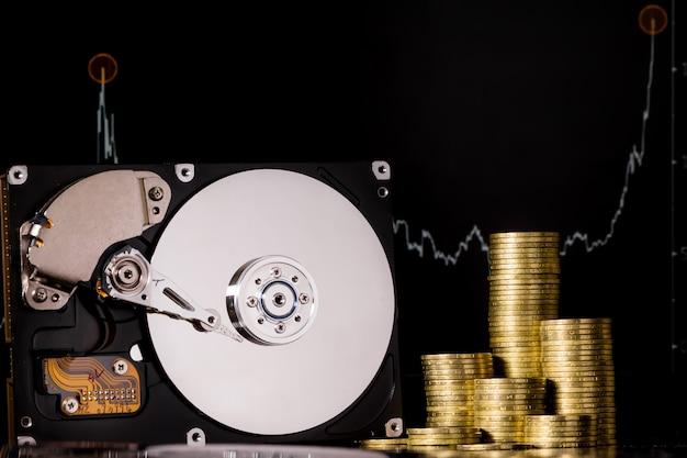 Crypto-monnaie chia et serveur de disque dur pour l'exploitation minière. nouveau concept d'argent virtuel crypto monnaie chiacoin sur fond noir.