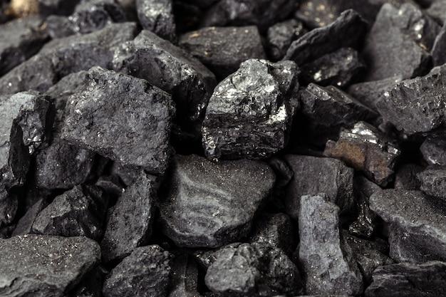 Cube minéral noir de charbon