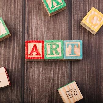 Cubes en bois avec inscription d'art