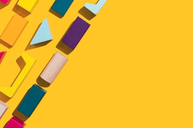 Cubes en bois multicolores