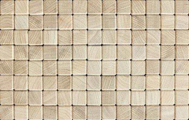 Les cubes en bois sont empilés en ligne. concept de calcul de stabilité de processus