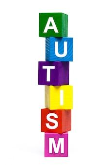 Cubes de jouets en bois avec des lettres