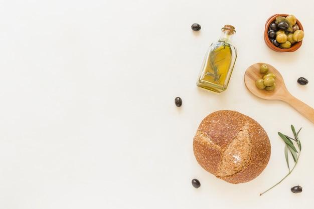 Cuillère à huile d'olive et pain
