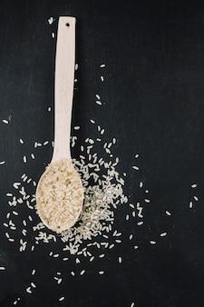 Cuillère de riz blanchi