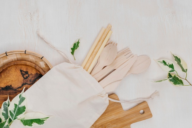 Cuillères en bois pour la nourriture maison