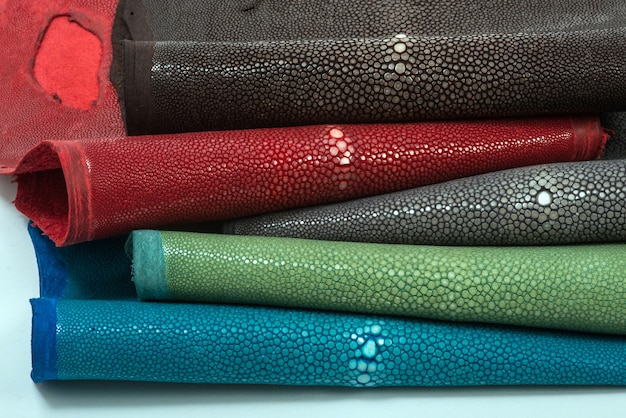 Cuir stingray, peau de poisson exotique en cinq couleurs