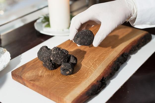 Cuire la truffe noire dans un restaurant