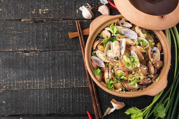Cuisine chinoise: casserole de palourdes et vermicelles