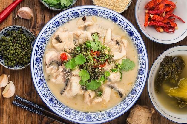 Cuisine chinoise : délicieux poisson mariné