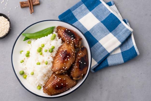 Cuisine chinoise frit ailes de poulet avec du riz