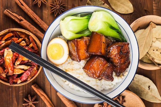 Cuisine chinoise, riz de porc braisé