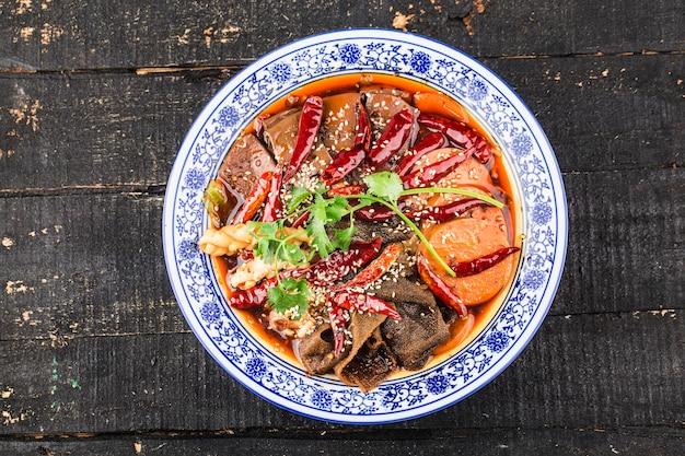Cuisine chinoise : sang de canard à la sauce chili