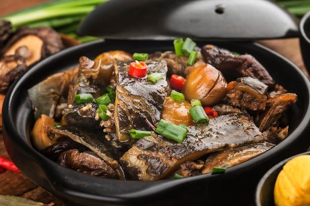 Cuisine chinoise: tortue châtaigne braisée