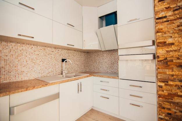 La cuisine dans l'appartement la conception de la salle de cuisine wo