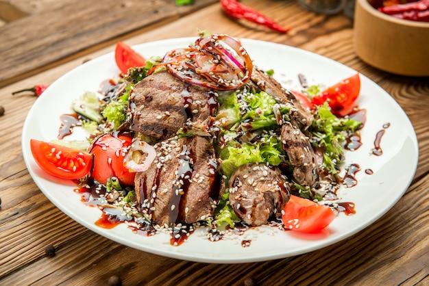 Cuisine géorgienne traditionnelle, viande grillée