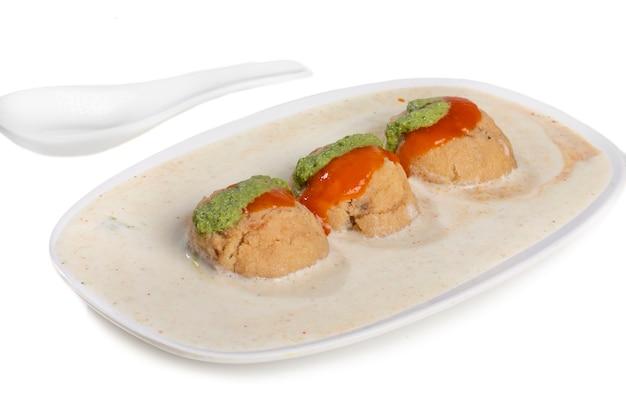 Cuisine indienne célèbre dahi vada