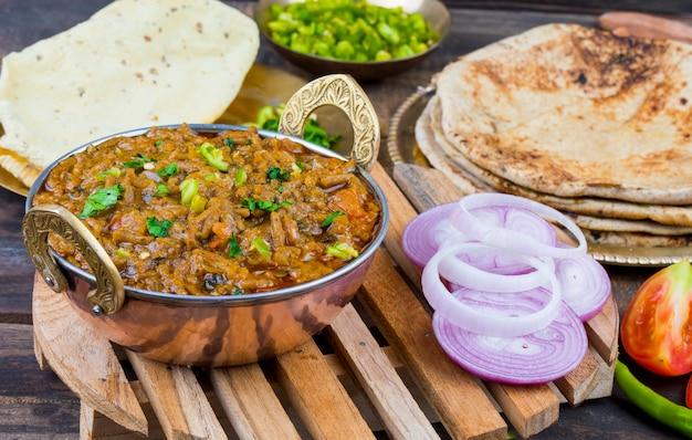 Cuisine indienne sev tamatar