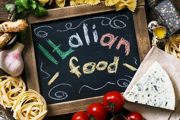 Cuisine italienne sur fond de bois vintage