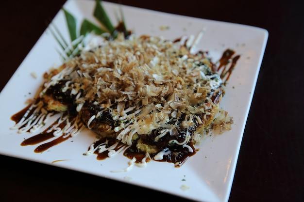 Cuisine japonaise okonomiyaki, pizza japonaise