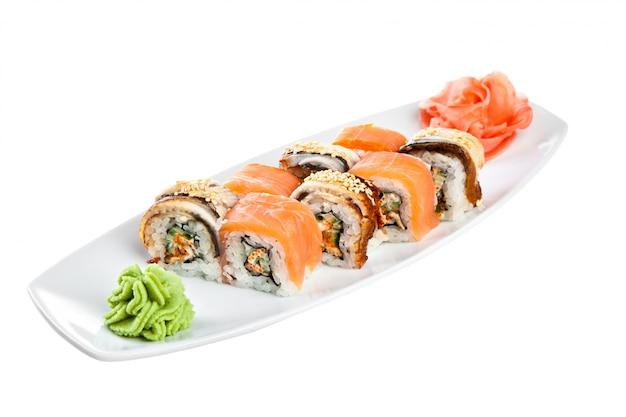 Cuisine japonaise - sushi (omori assortiment de rouleaux)