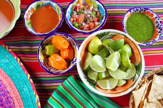 Cuisine mexicaine variée sauces au chili citron nachos