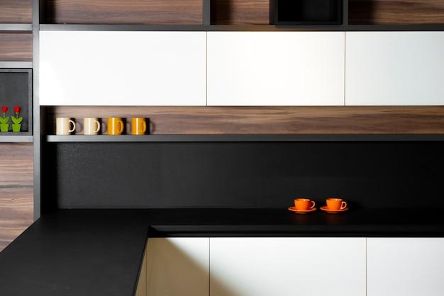 Cuisine minimaliste, vivante et moderne dans un appartement cher