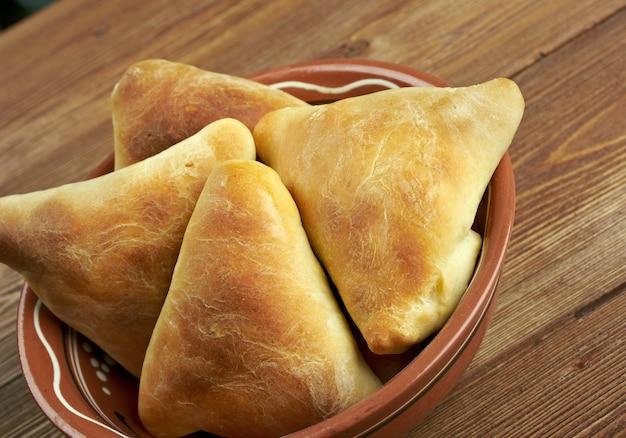 Cuisine orientale traditionnelle samsa - cuisine ouzbek