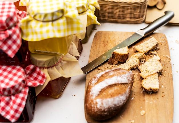 Cuisine pâtissière faite maison avec de la confiture