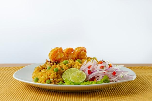 Cuisine péruvienne, riz aux fruits de mer à l'oignon