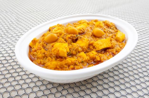 Cuisine saine du nord de l'inde chole paneer