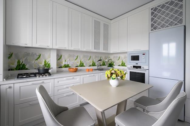 Cuisine et salle à manger luxueuses modernes