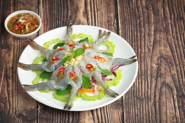 Cuisine thaïlandaise; crevettes à la sauce de poisson épicée