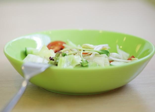 Cuisine thaïlandaise délicieuse sur la table se bouchent