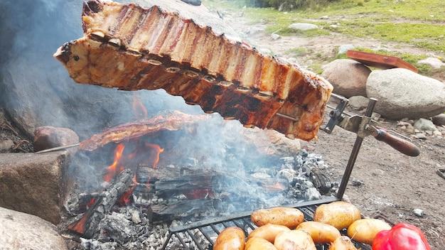 Cuisine traditionnelle argentine, rôti de boeuf et pommes de terre