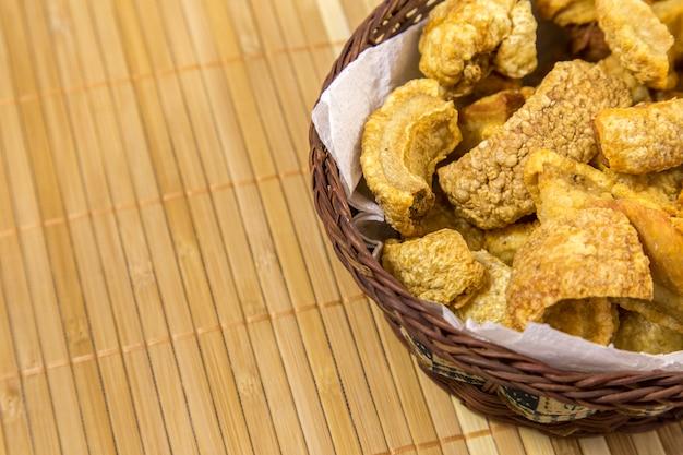 Cuisine traditionnelle brésilienne torresmo
