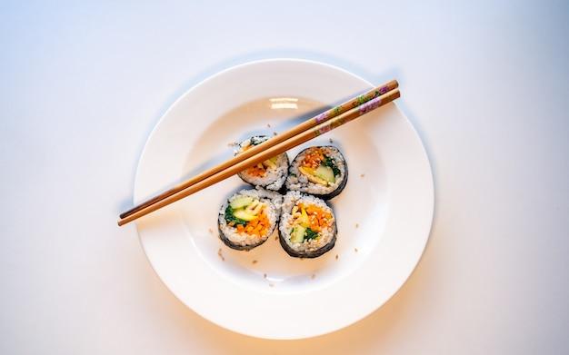 Cuisine traditionnelle coréenne artisanale kimbap