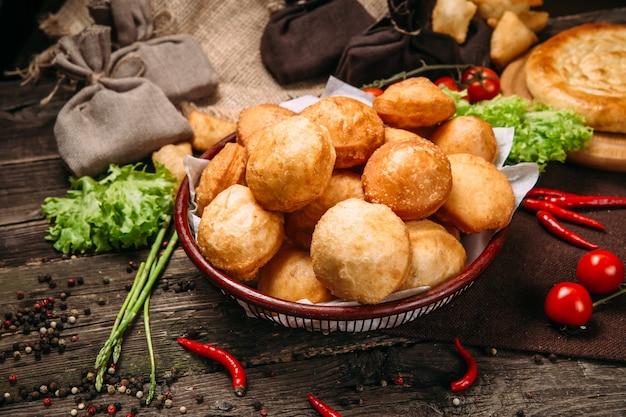 Cuisine traditionnelle kazakhe baursaks pâte frite