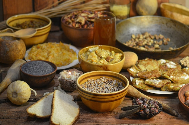 Cuisine traditionnelle avec kutia, poisson, chou, champignon.