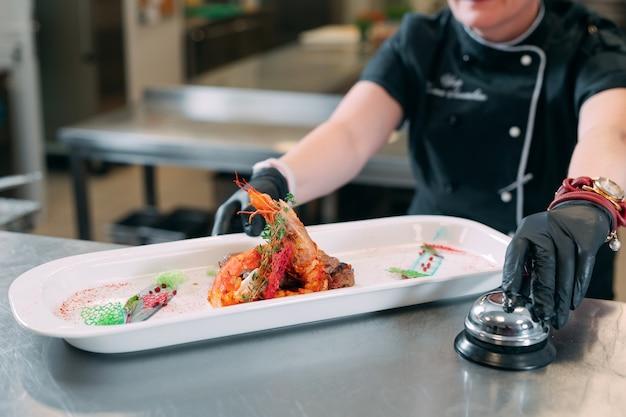 Cuisinez avec un plat prêt à l'emploi avec des crevettes