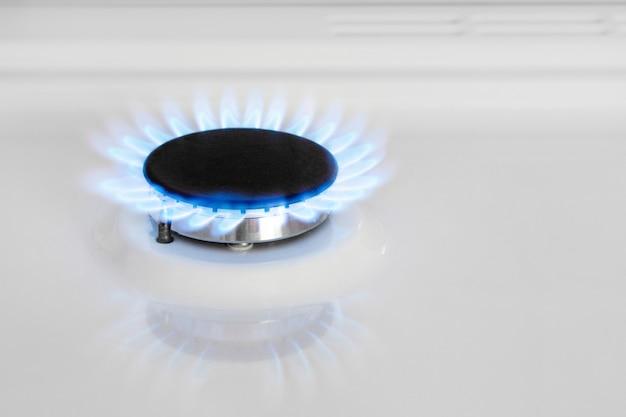 Cuisinière à gaz. brûleur à gaz. gaz naturel dans la maison. bhoutan, propane.