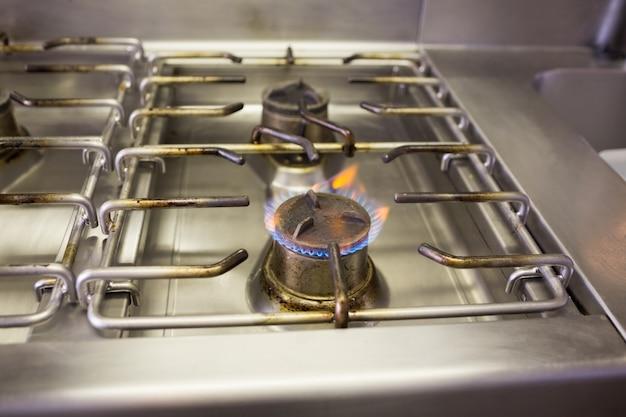 Cuisinière à gaz avec flamme