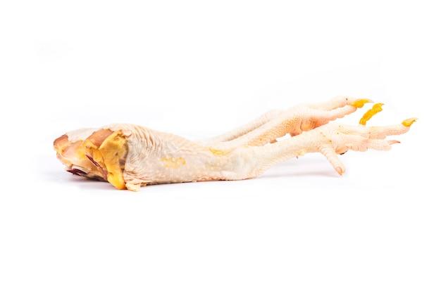 Cuisses de poulet crues isolés sur blanc.