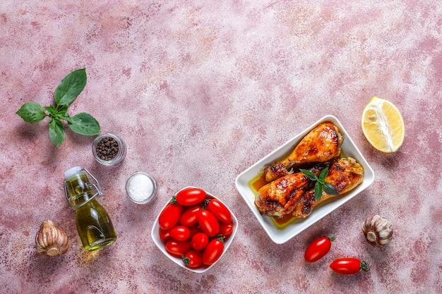 Cuisses de poulet grillées aux épices.