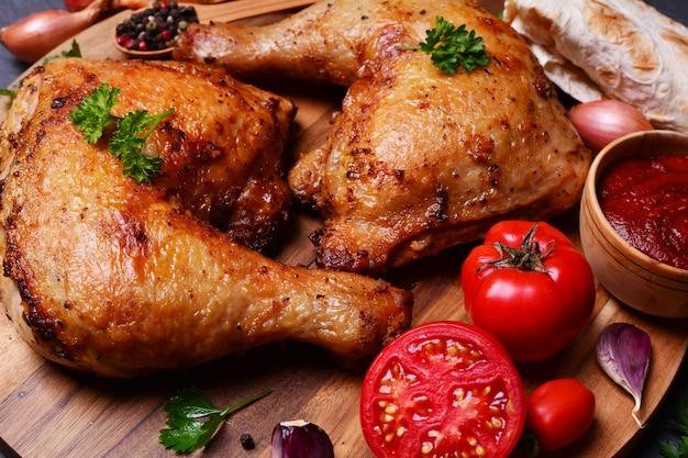 Cuisses de poulet rôties aux épices et légumes